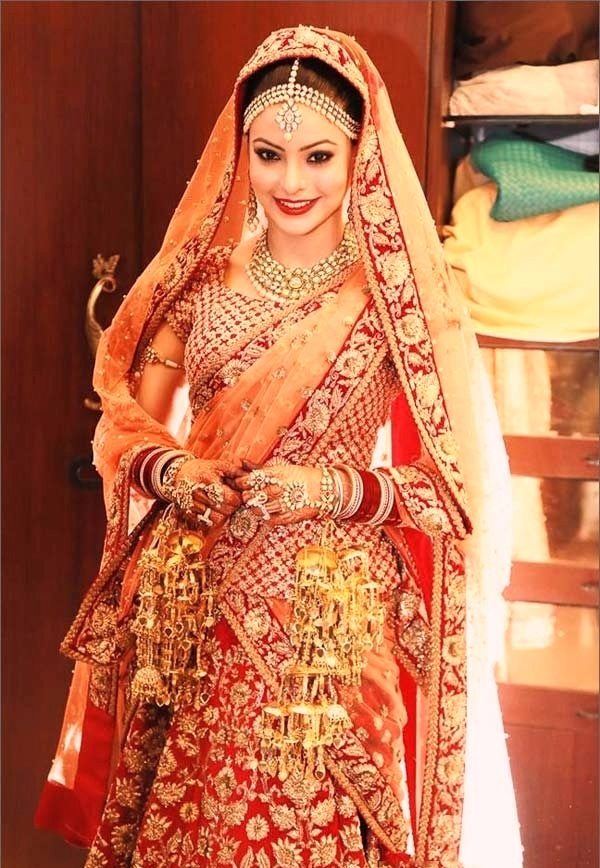 She Is Looking Simple Yet Beautiful Have You Noticed Most Special Thing In Her Bridal Look It Eye Makeup
