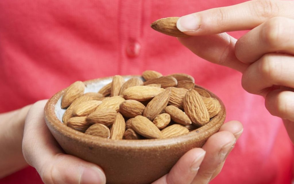 What are Benefits of Eating Almonds Daily?